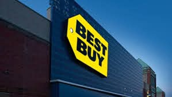 Best Buy tops estimates on strong online sales, but shares fall on lack of holiday forecast