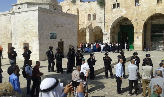 Scores of radical settlers storm Al-Aqsa Mosque