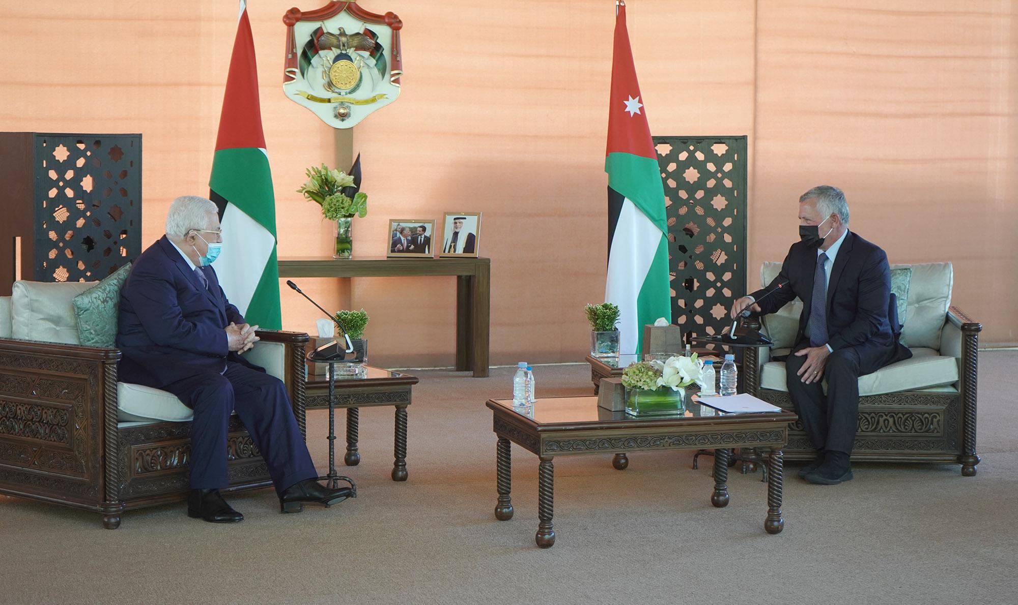 King receives Palestinian president in Aqaba