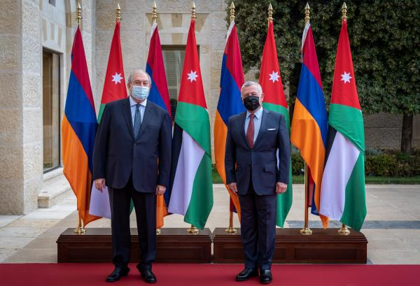 King receives Armenian president at Al Husseiniya Palace