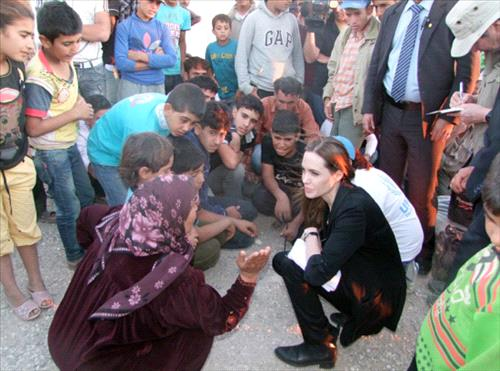 Angelina meeting with Refugees at the Jaber Border Crossing in Jordan..June 18th 2013 20136191418RN630