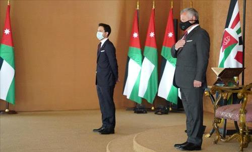 Bisher Khasawneh's Cabinet sworn in